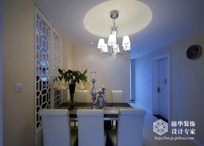设计说明:现代简约的欧式空间设计风格表达了设计师对当代人的理想