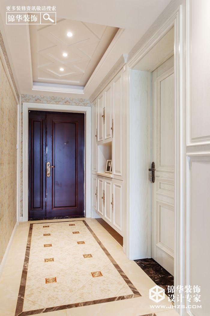 欧式古典风格  浪漫精致的生活       在配饰上,金黄色和棕色的配饰