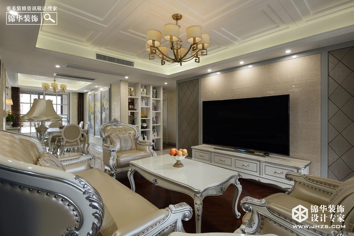 尊贵高雅的客厅尽情展现典雅与现代时尚的交融,带着欧式的浪漫,又褪去