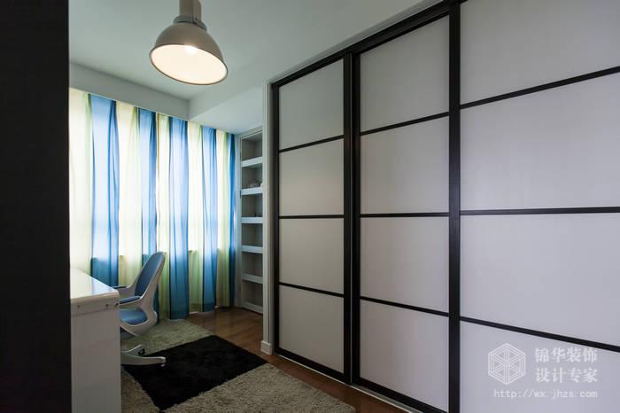 现代简约风格-绿地波士顿-三室两厅-105平米-衣帽间-装修实景效果图