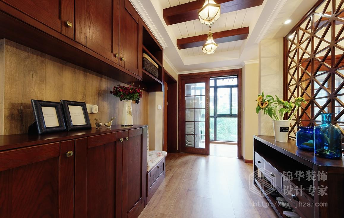 隔断的使用保障了玄关,餐厅,客厅和茶室的通透及互动性.