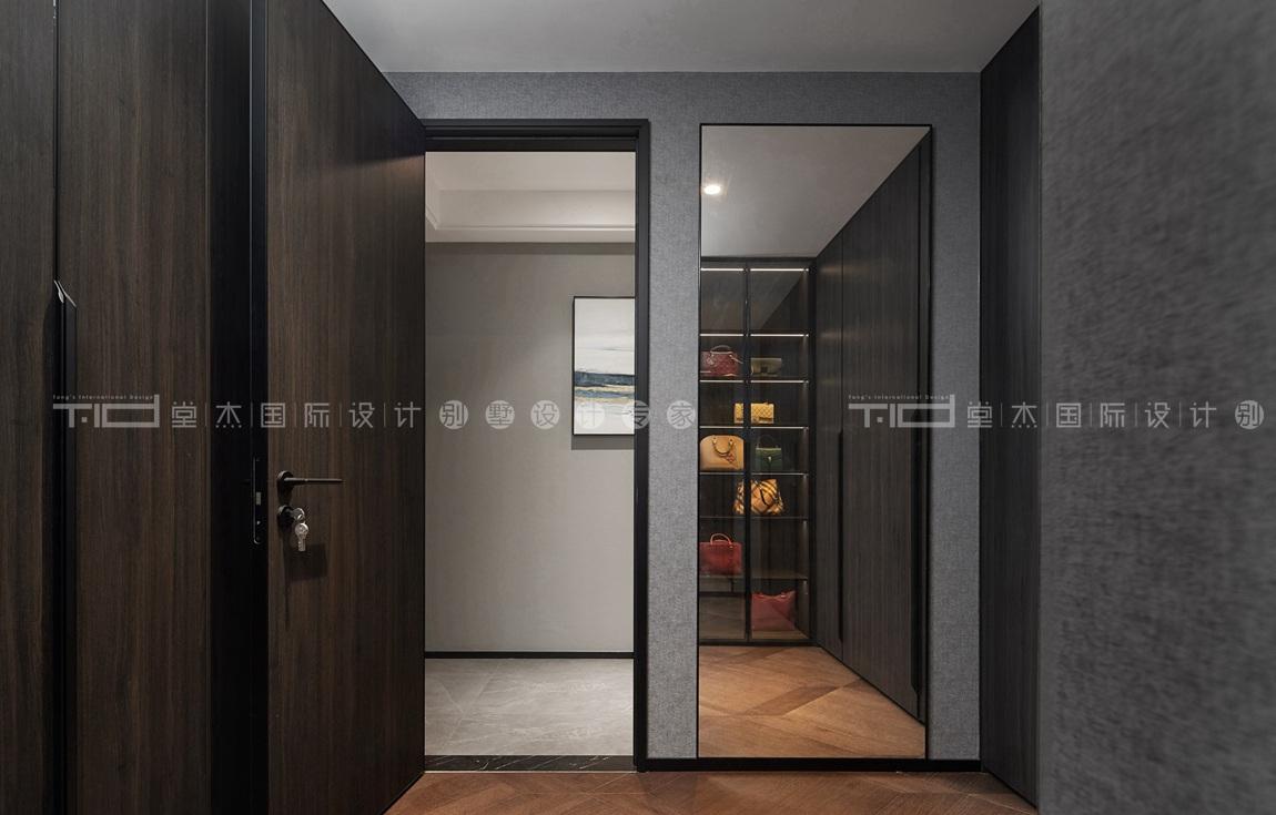 现代轻奢风格-玉兰花园-四室两厅-198平-衣帽间-装修实景效果图