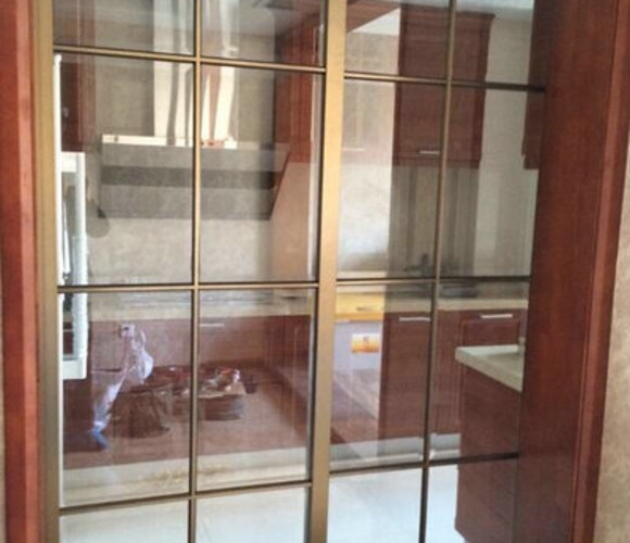 香槟车边—厨房阳台门