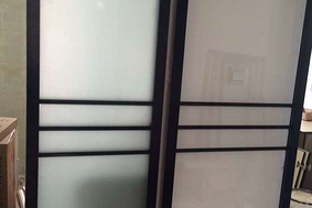 黑色三根线—卫生间门