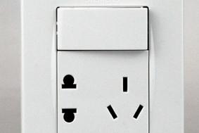 品宜系列—带单控开关10A联体二三极插座